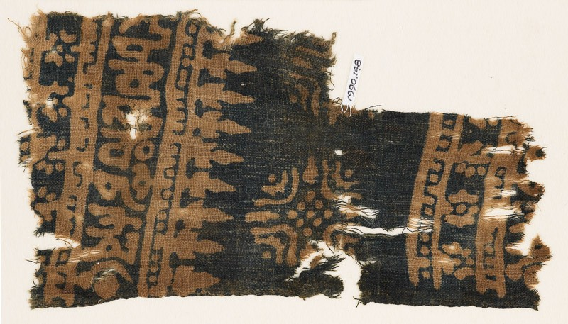 Textile fragment with Arabic-style script, rosettes, and stylized trees or foliage (EA1990.148, front            )
