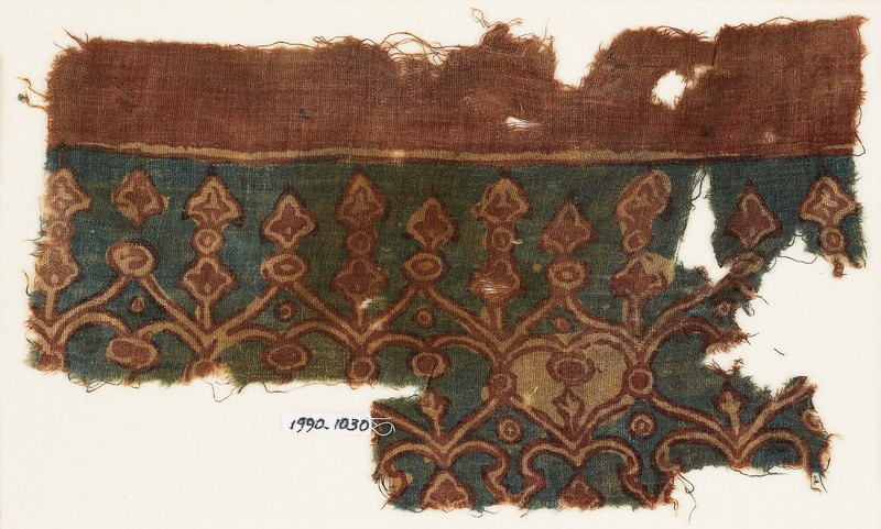 Textile fragment with linked hearts and arches (EA1990.1030, front             )
