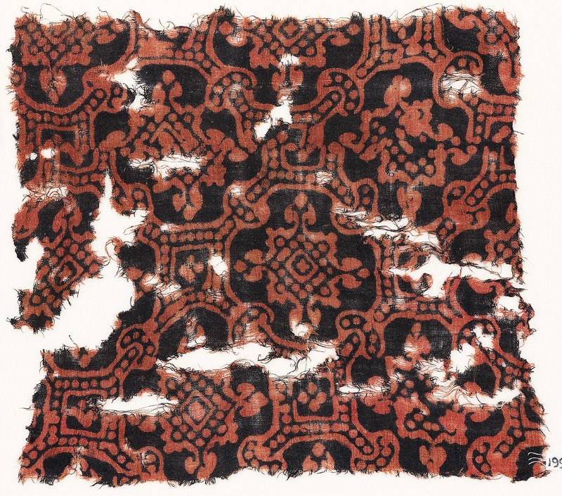 Textile fragment with linked octagons and quatrefoils
