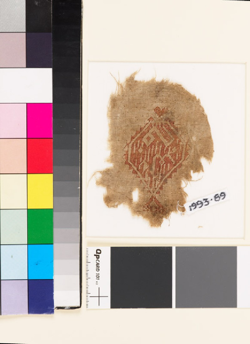 Textile fragment with diamond-shaped medallion and pseudo-kufic inscription (EA1993.89, front           )