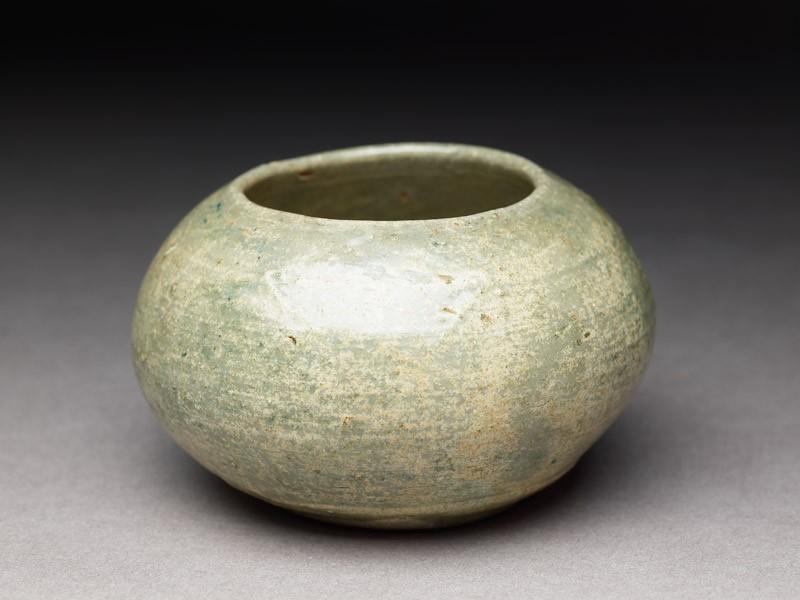 Greenware jar (EA1995.38, oblique           )
