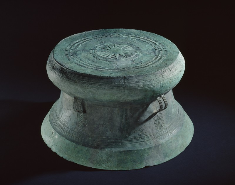 Bronze drum with bird and geometric decoration