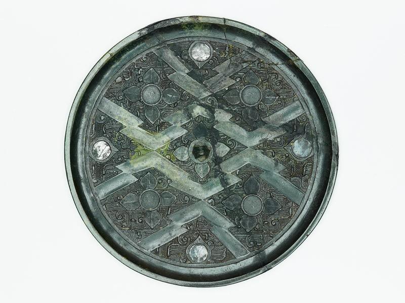 Ritual mirror with quatrefoils on geometric ground