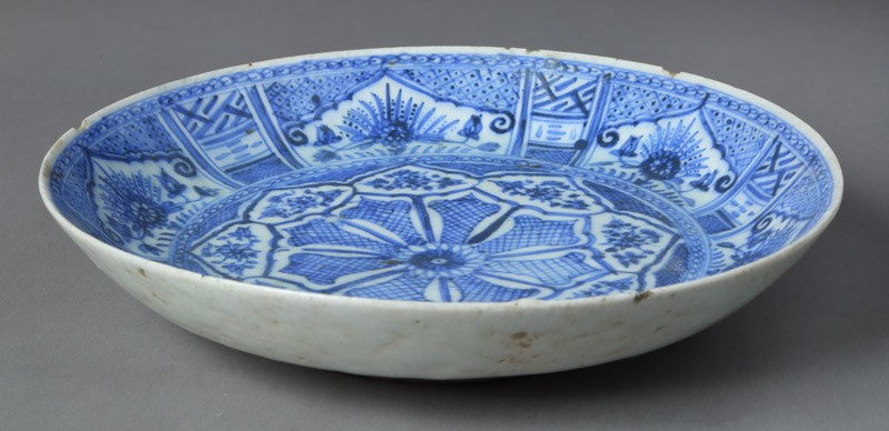 Plate with floral sprays and geometric decoration (EA2012.105, front            )