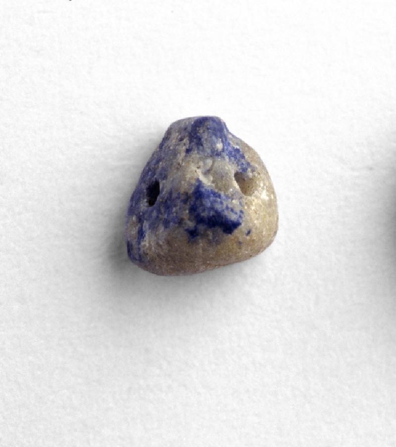 Triangular bead (EAX.141.b)