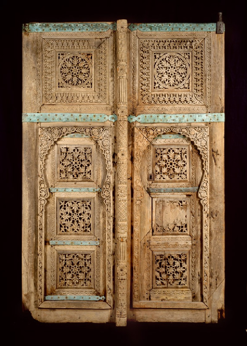Wooden doors with floral decoration
