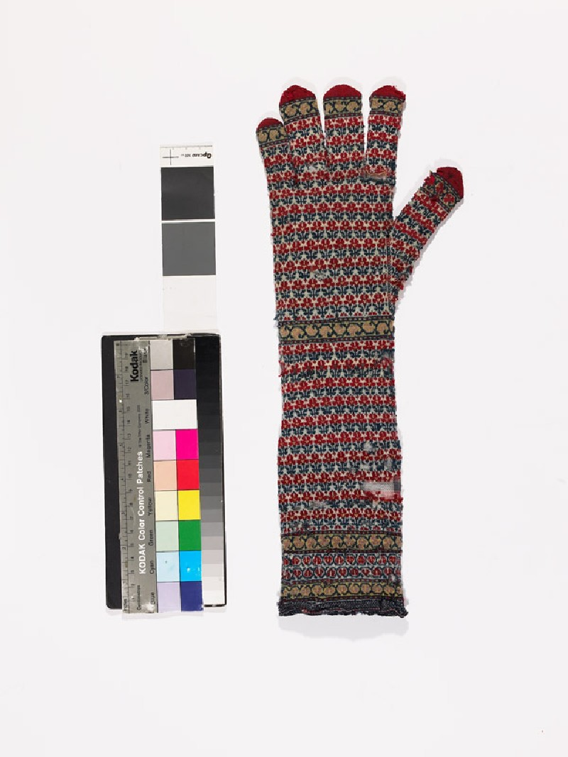 Long knitted glove (EAX.2479.a, side            )