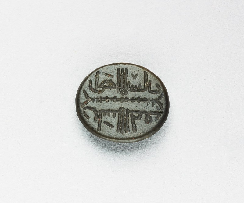Oval bezel seal with kufic inscription and plait decoration (EAX.3310, front          )
